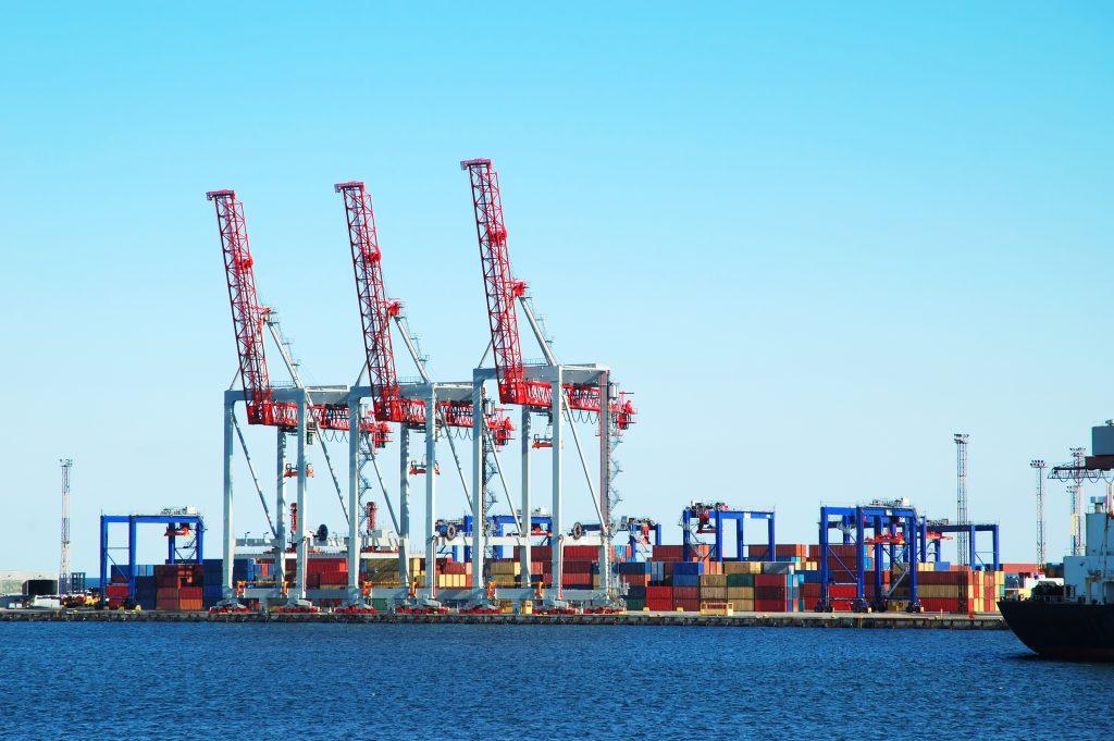 wady i zalety transportu morskiego