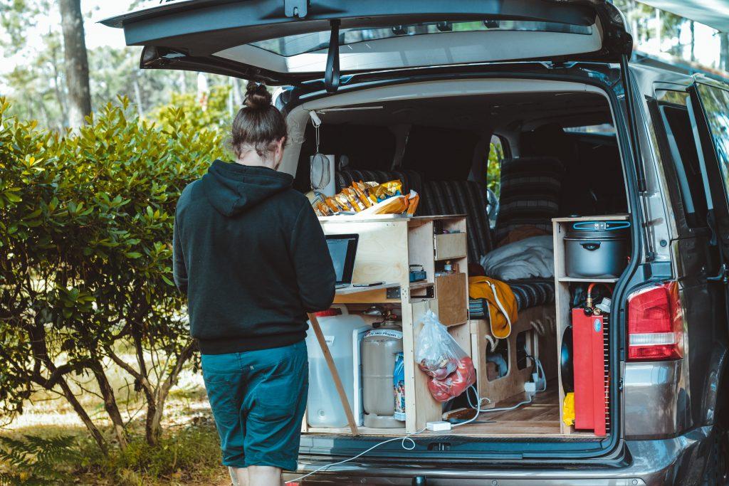 Transport mebli – jak przetransportować sprzęt w bezpieczny sposób?