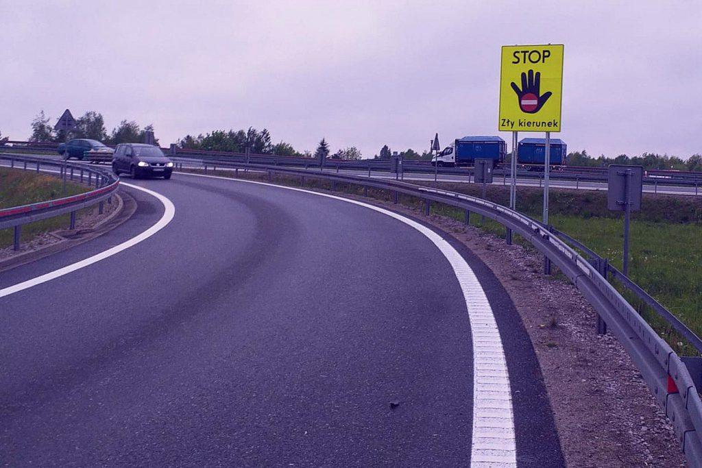 JEDZIESZ W ZŁYM KIERUNKU - Nowe tablice na polskich autostradach